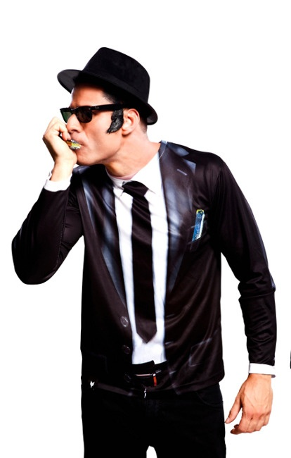 Vista delantera del camiseta disfraz de los Blues Brothers disponible en talla M, L y XL